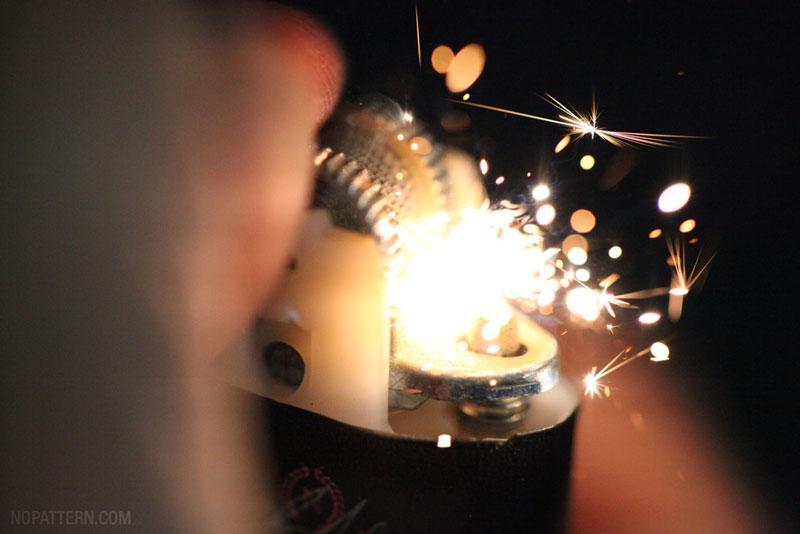 Lighter 2 Зажигалка вблизи