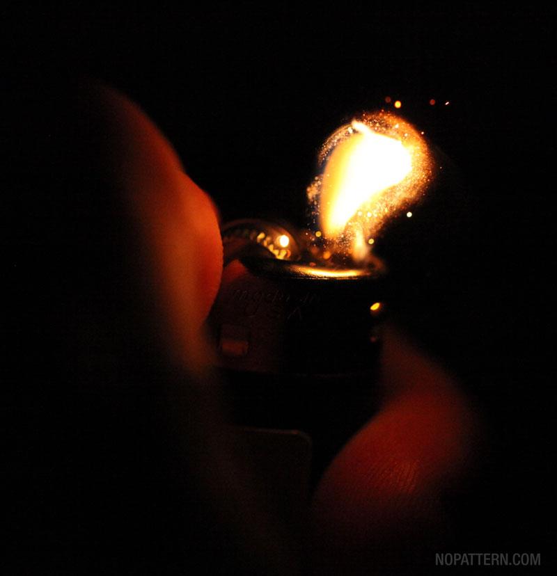 Lighter 4 Зажигалка вблизи