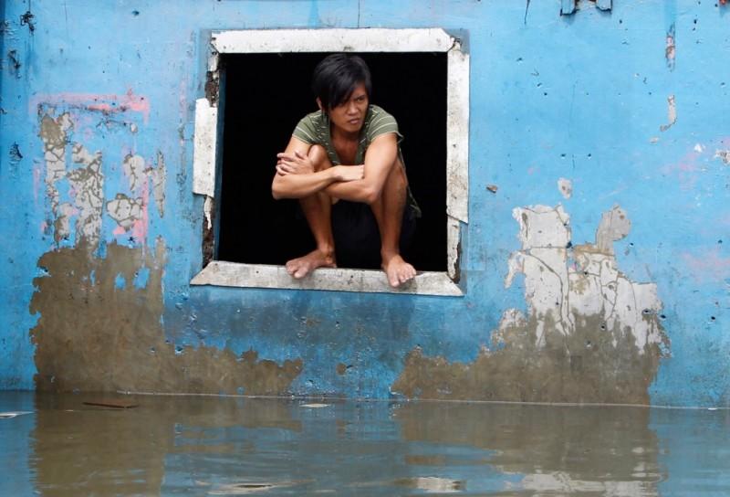 floods 5 800x544 Наводнение на Филиппинах: столица страны затоплена