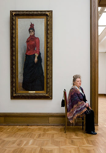 """museum 8 Любопытная фотосерия """"Смотрительницы российских музеев"""""""