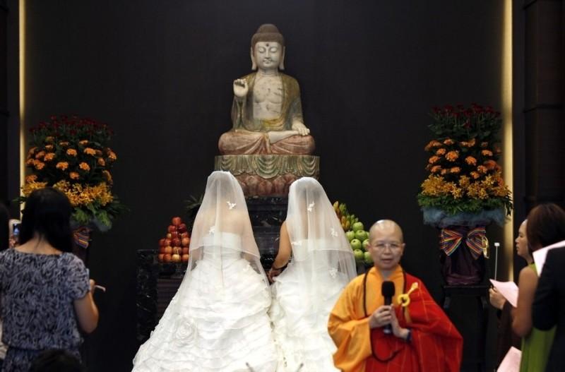 wedding05 800x527 На Тайване прошла первая однополая буддистская свадьба