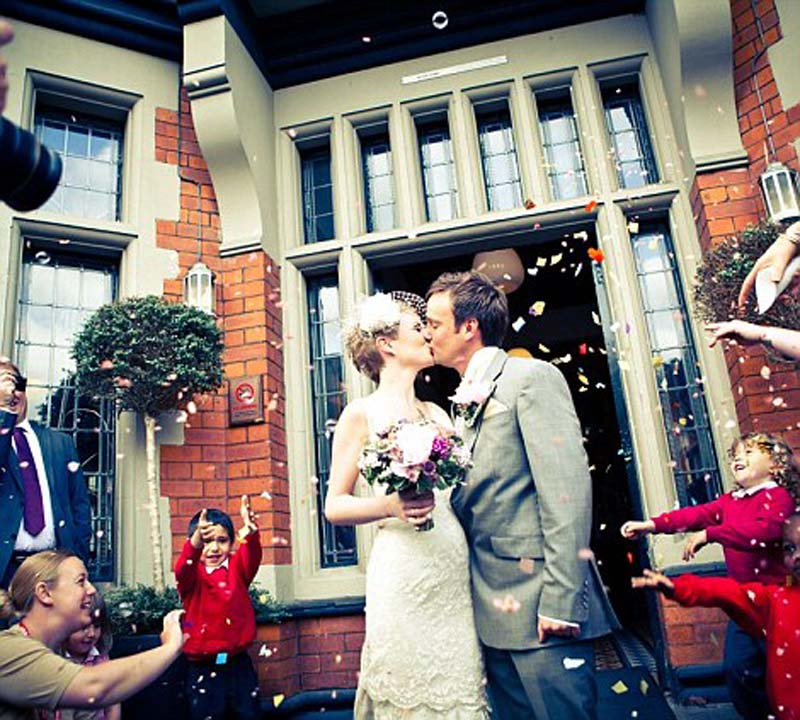 weddings 2 Счастливая пара отпраздновала 22 свадьбы
