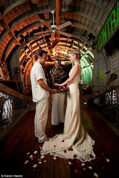 weddings 3 Счастливая пара отпраздновала 22 свадьбы