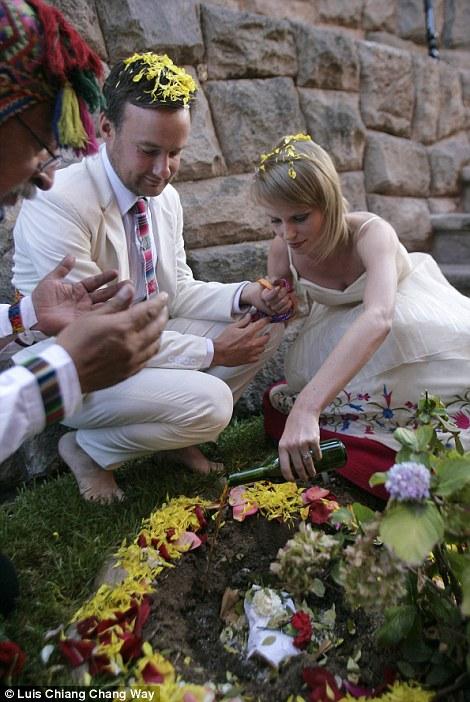 weddings 4 Счастливая пара отпраздновала 22 свадьбы