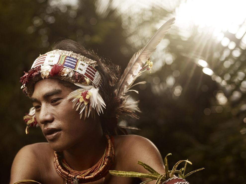 140 Портреты коренных жителей архипелага Ментаваи