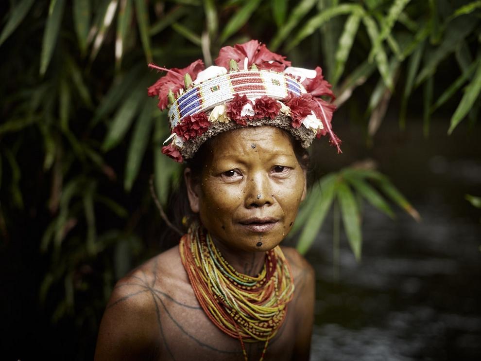 36 Портреты коренных жителей архипелага Ментаваи