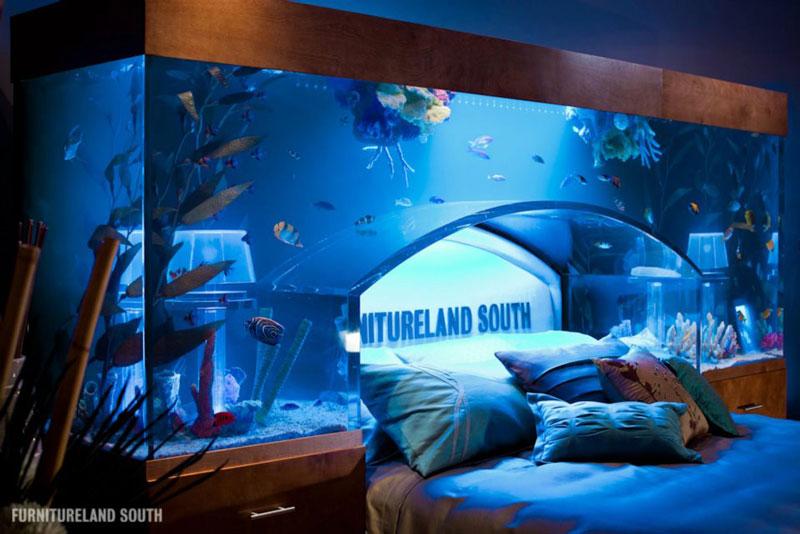 435 Аквариум у изголовья кровати