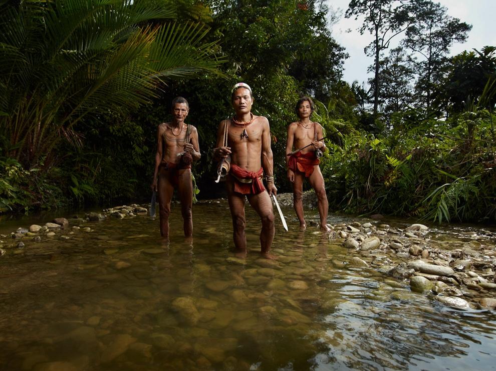 46 Портреты коренных жителей архипелага Ментаваи