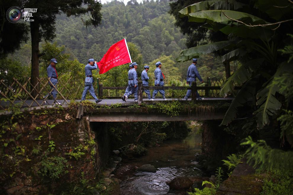 A GOOD COMMUNIST IN CHINA 2 Как стать хорошим коммунистом   технология из Китая