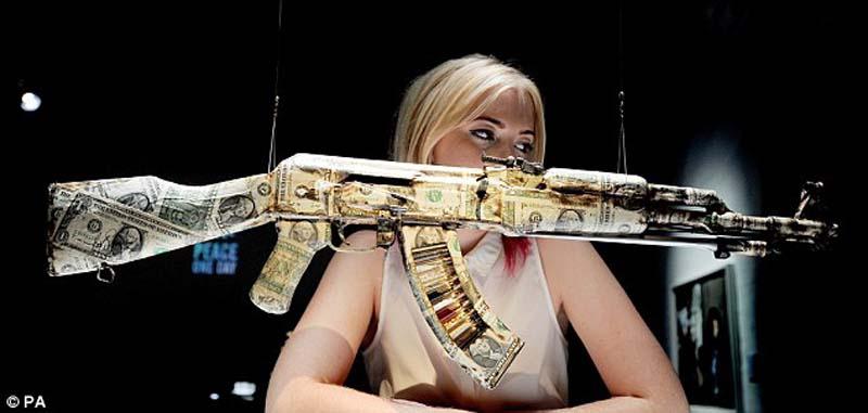 AK47 5 Нет оружию   AK 47 превращен в произведение искусства