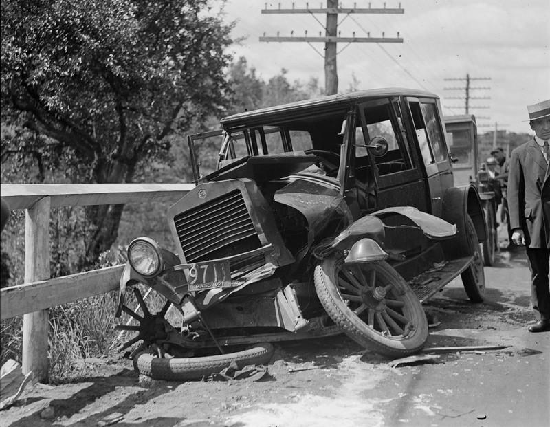 Boston Public Library 3 800x621 Автомобильные аварии, 80 лет назад