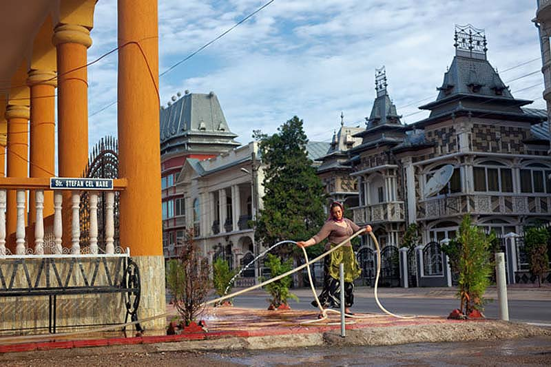 Byzesku 2 Бузеску – столица цыган миллионеров