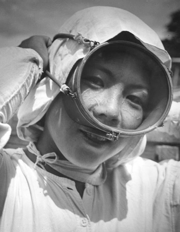 http://bigpicture.ru/wp-content/uploads/2012/09/Fisherwomen-13.jpg