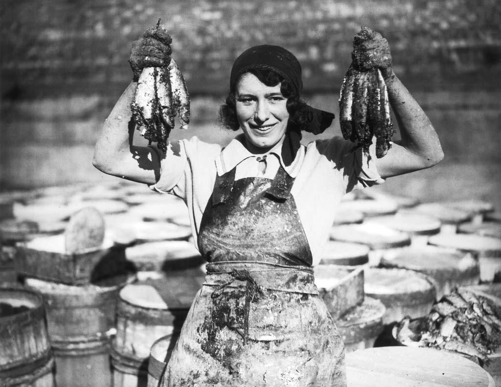 http://bigpicture.ru/wp-content/uploads/2012/09/Fisherwomen-17.jpg