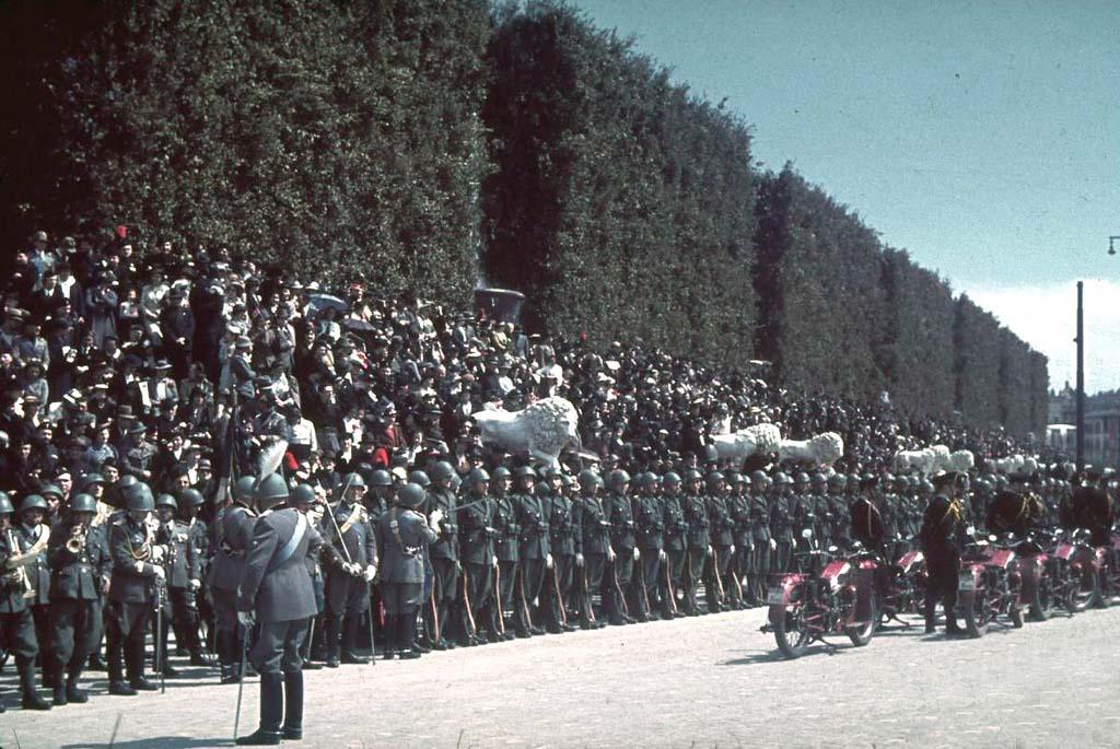 Italy 10 Италия 1938 г. на цветных фото