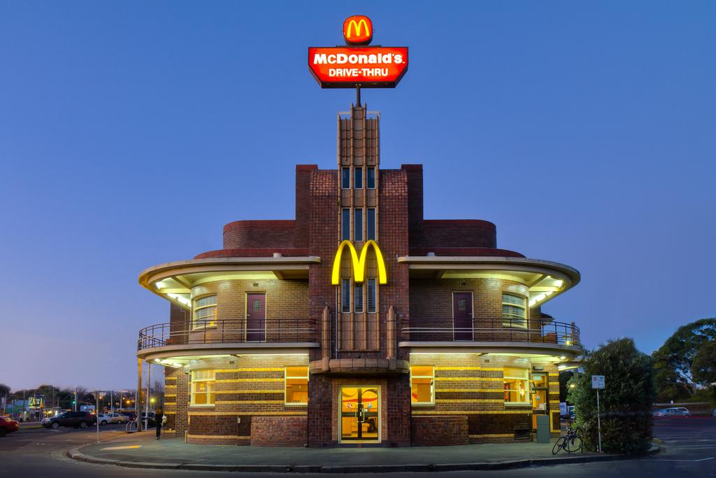 ماكدونالدز ماكدونالدز في الاستيلاء على عالم واحد