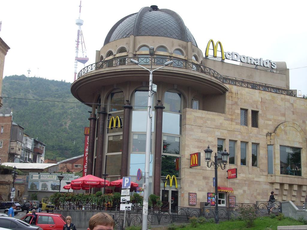 استغرق ماكدونالدز ماكدونالدز في العالم 29