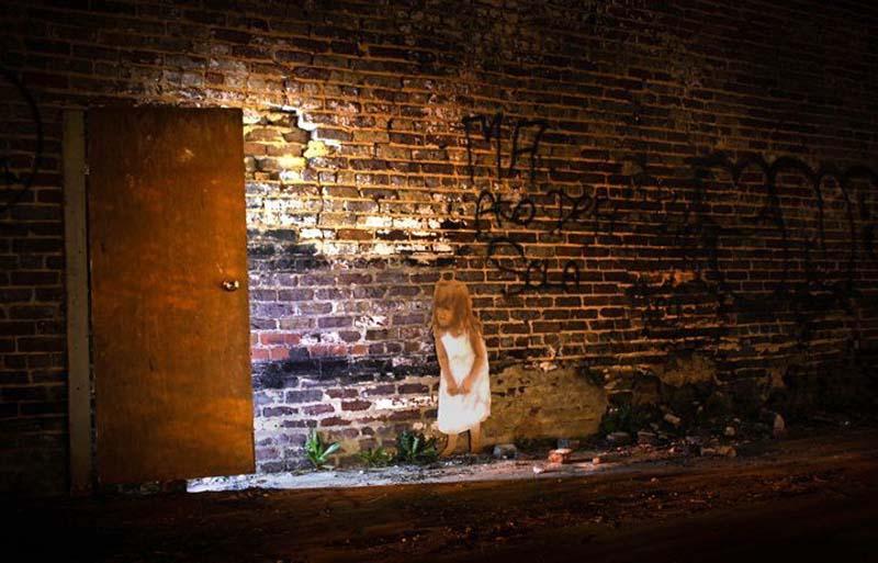 Michael Aaron Williams 18 Картонные бездомные дети на улицах мегаполисов