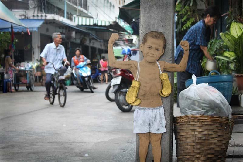 Michael Aaron Williams 3 Картонные бездомные дети на улицах мегаполисов