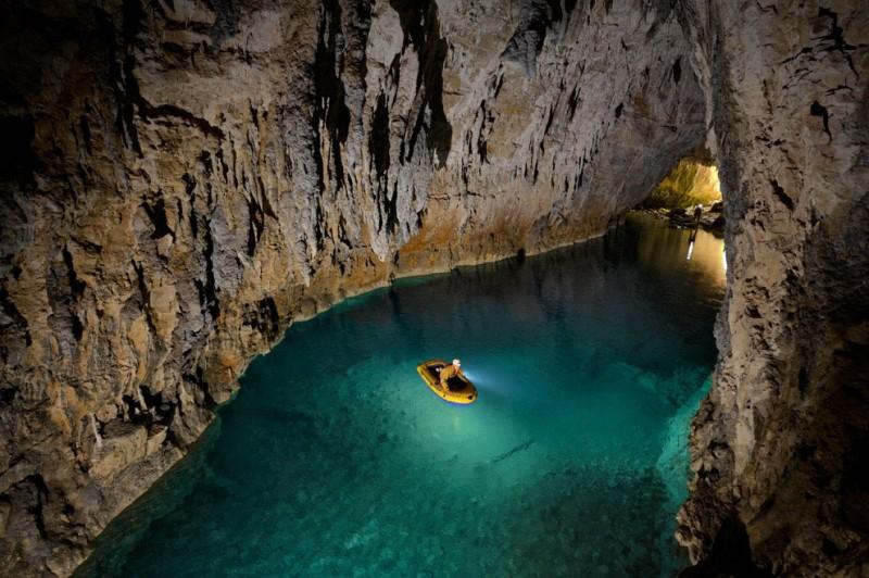 Спуск в одну из самых глубоких пещермира