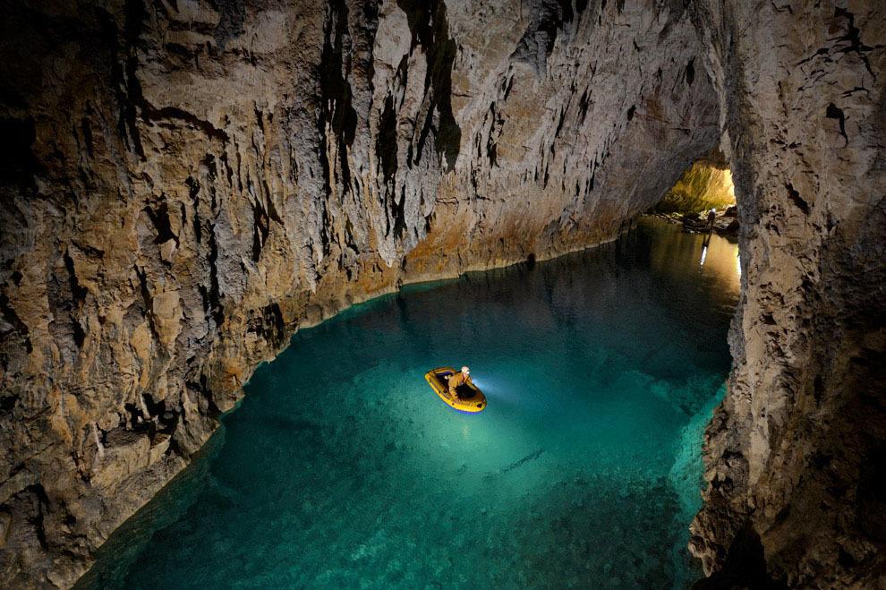 Robbie Shone 1 Спуск в одну из самых глубоких пещер мира