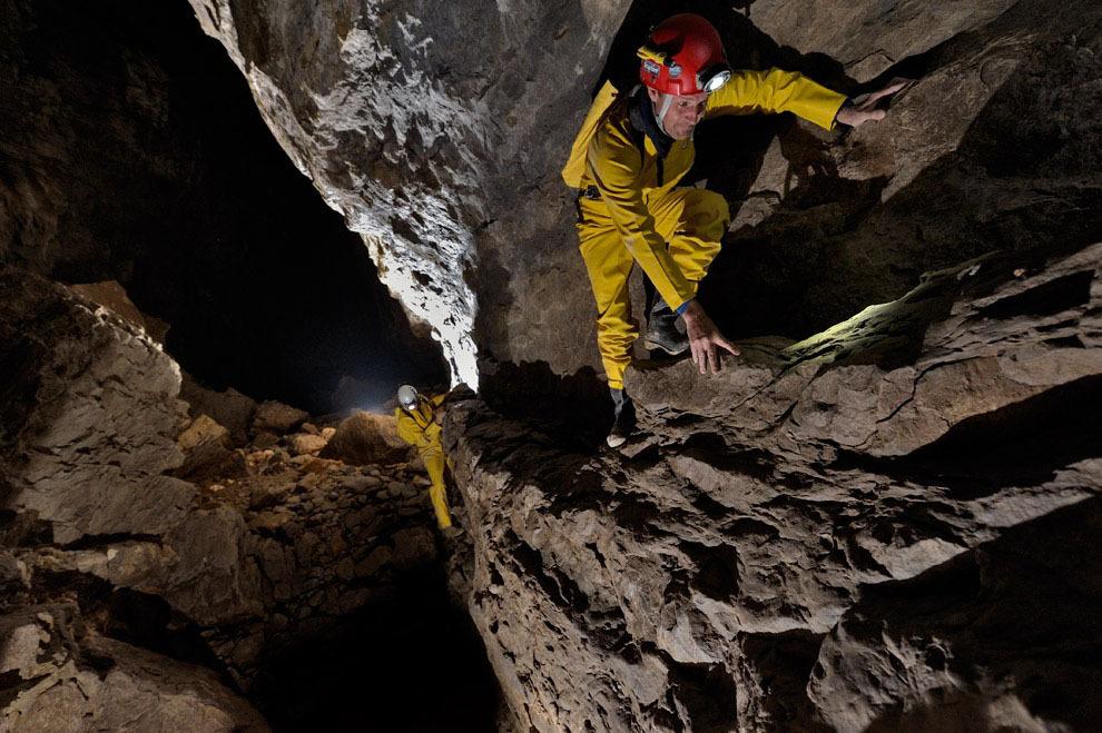 Robbie Shone 2 Спуск в одну из самых глубоких пещер мира