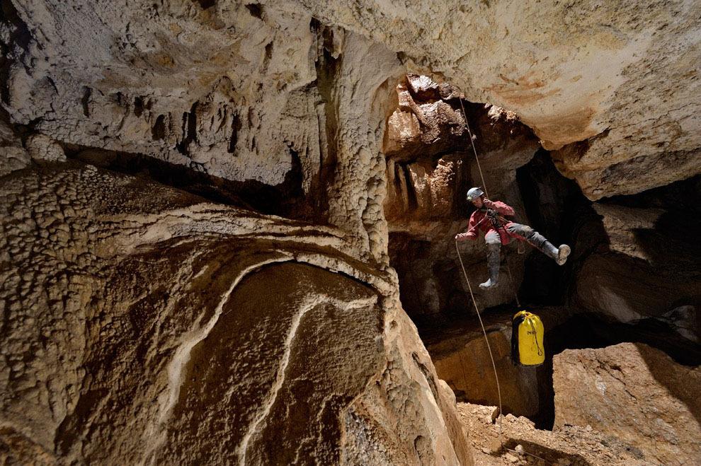 Robbie Shone 3 Спуск в одну из самых глубоких пещер мира