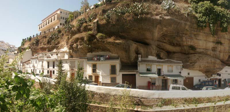 Setenil de las Bodegas 2 Удивительный городок в скале: Сетениль де лас Бодегас