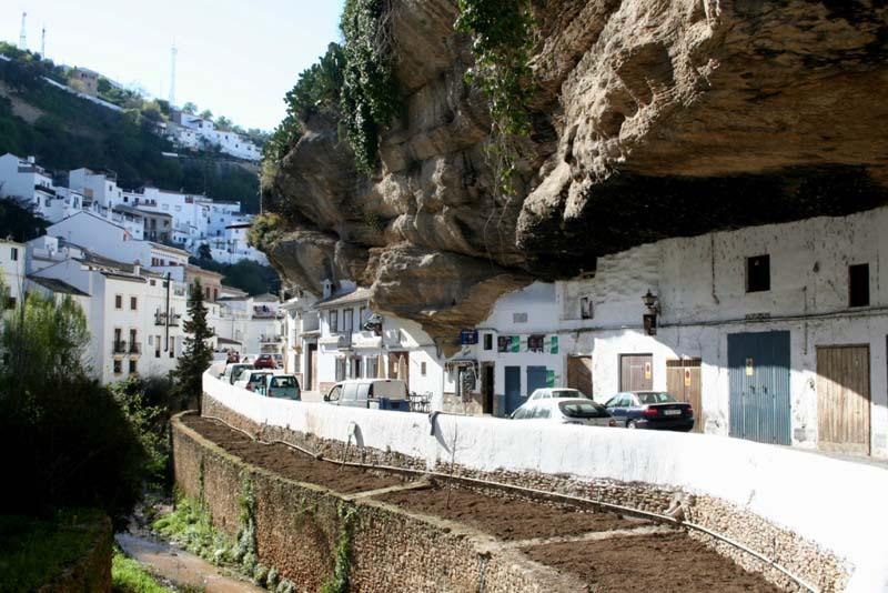 Setenil de las Bodegas 3 Удивительный городок в скале: Сетениль де лас Бодегас