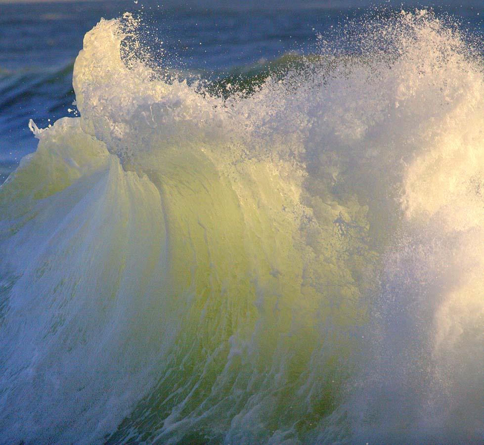 волны моря золотые фото имеет ряд