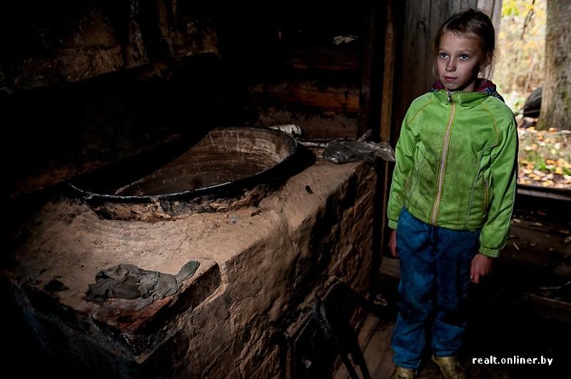 179 800x532 Белорусские отшельники уже20 летживут безсвета, газа иводопровода, нонасвоей земле