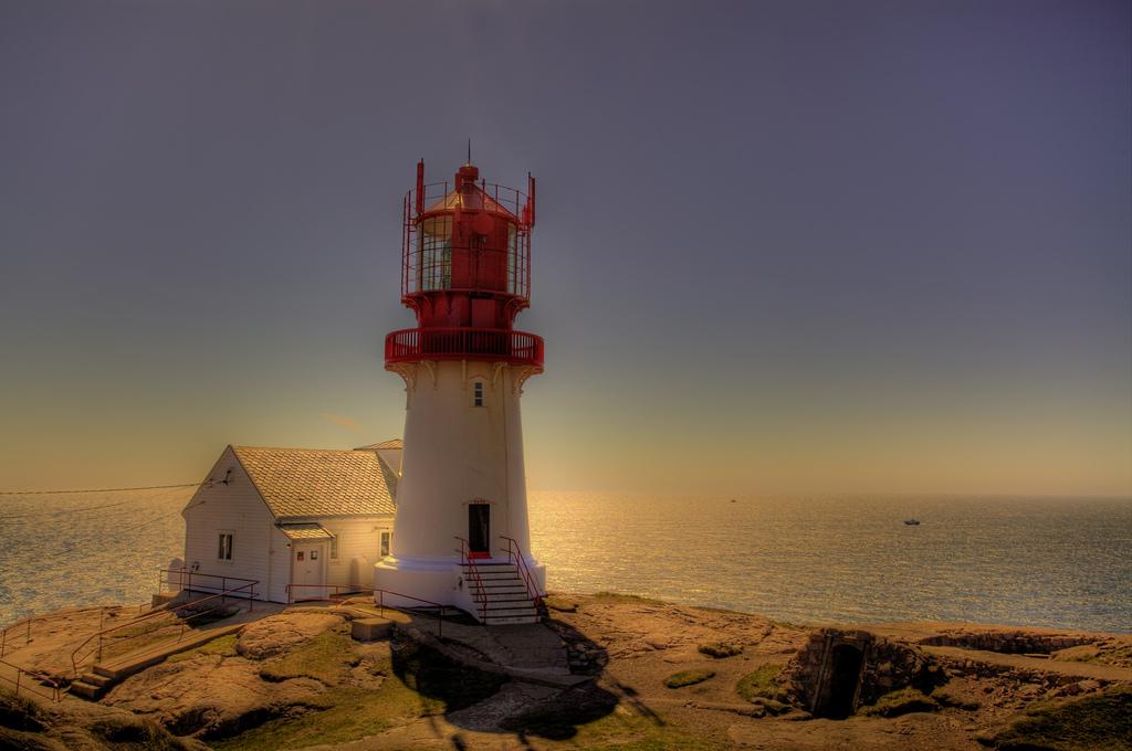 4592124781 8dc81a69ce b Живописные пейзажи Норвегии   Маяк Линдеснес