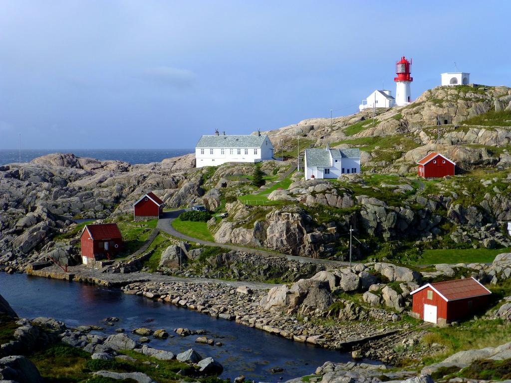 7938322824 c738922c9a b Живописные пейзажи Норвегии   Маяк Линдеснес