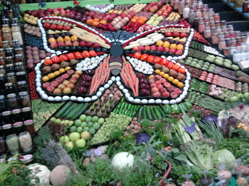 Artful Displays of Vegetables 7 Красочные овощные мозаики на выставках и ярмарках