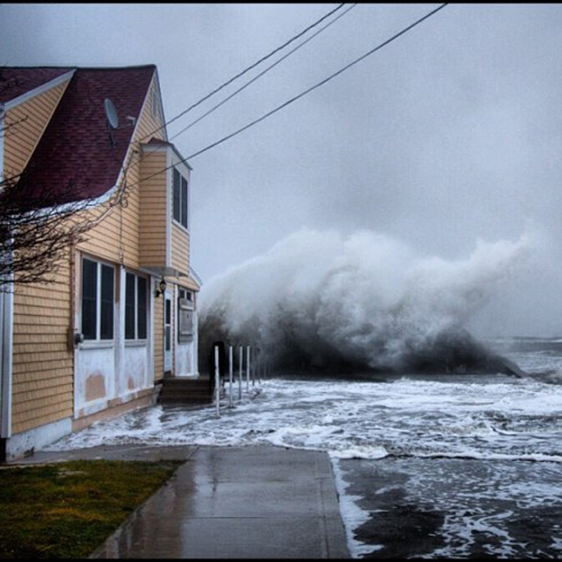 Capturing Sandy's Wrath 10 Уникальные фотографии: вэпицентре урагана Сэнди