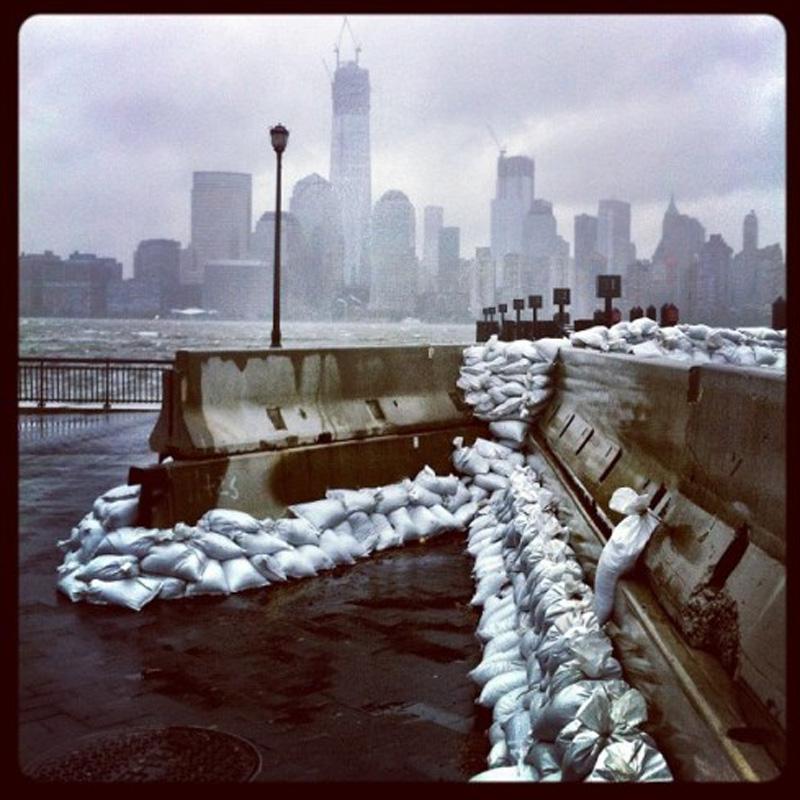 Capturing Sandy's Wrath 11 Уникальные фотографии: в эпицентре урагана Сэнди