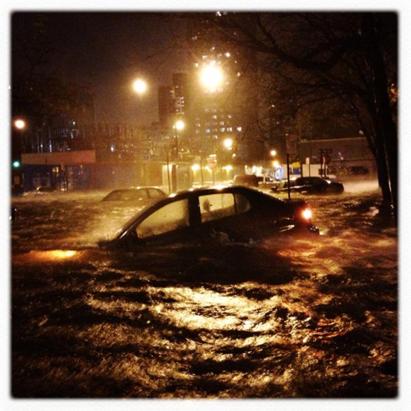 Capturing Sandy's Wrath 111 Уникальные фотографии: в эпицентре урагана Сэнди