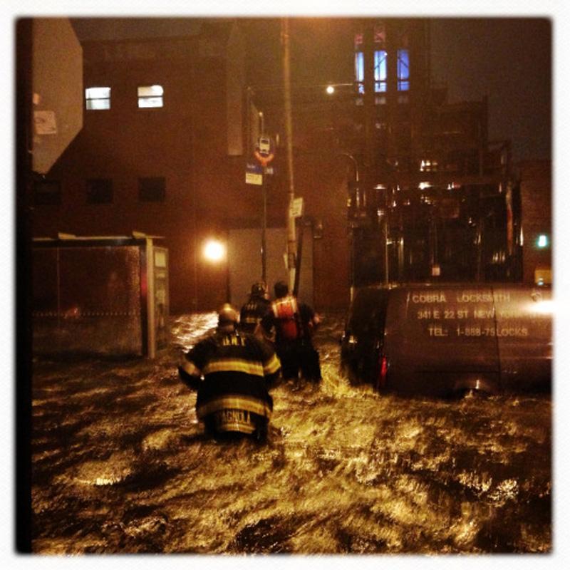 Capturing Sandy's Wrath 2 Уникальные фотографии: вэпицентре урагана Сэнди