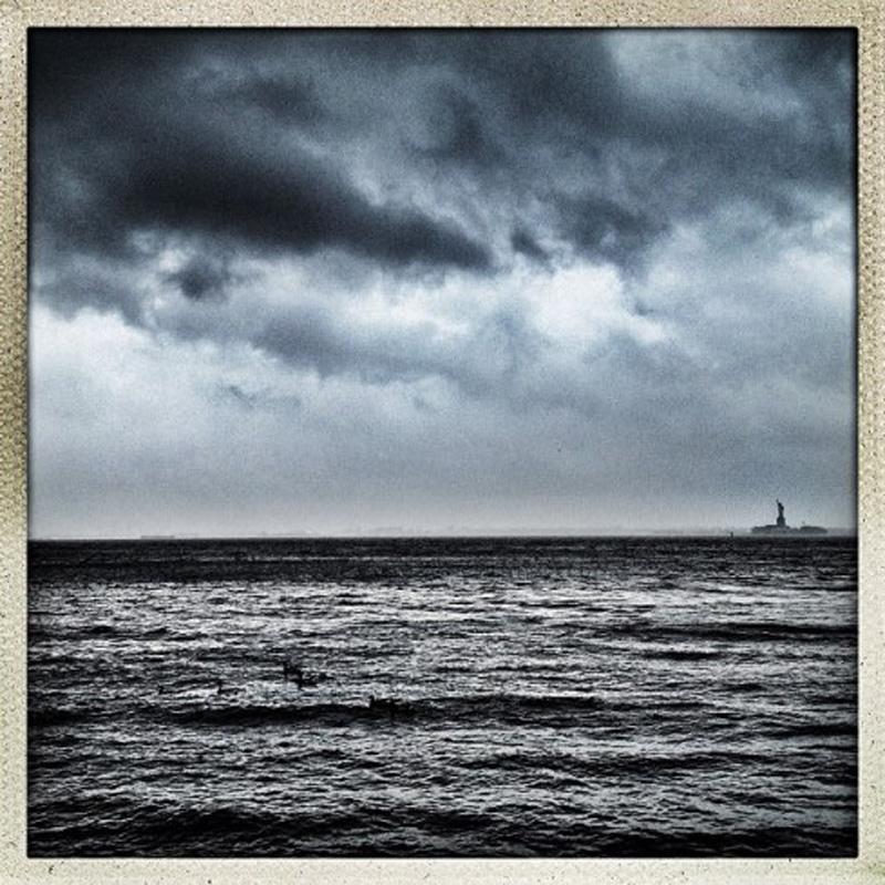 Capturing Sandy's Wrath 24 Уникальные фотографии: в эпицентре урагана Сэнди