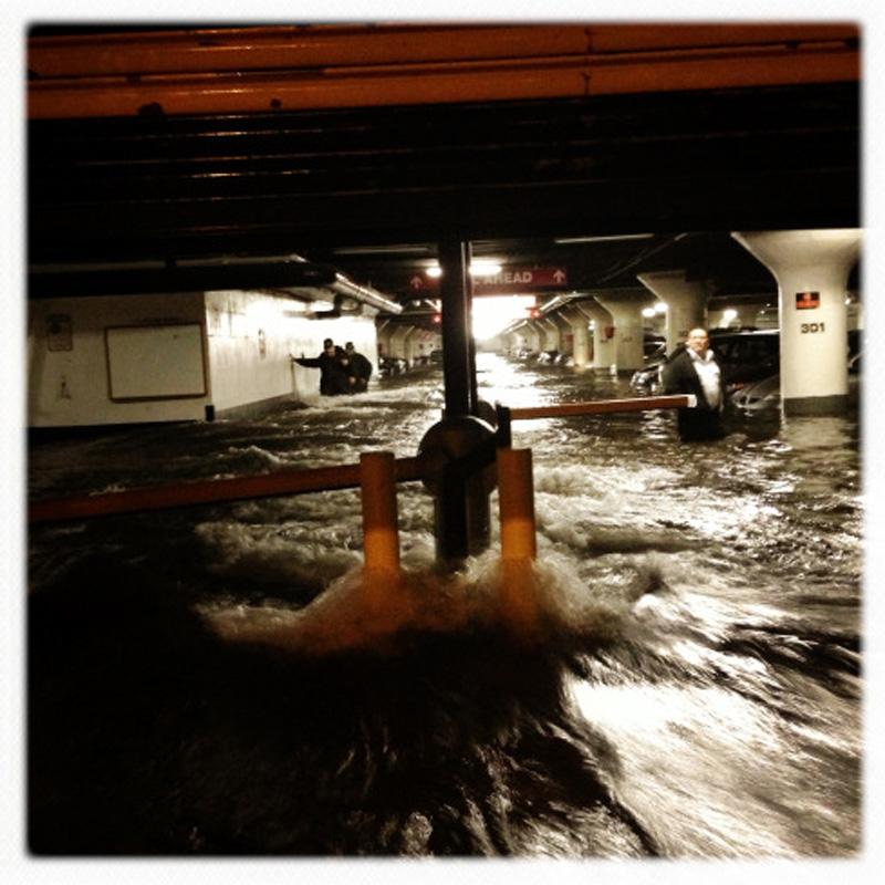 Capturing Sandy's Wrath 3 Уникальные фотографии: в эпицентре урагана Сэнди