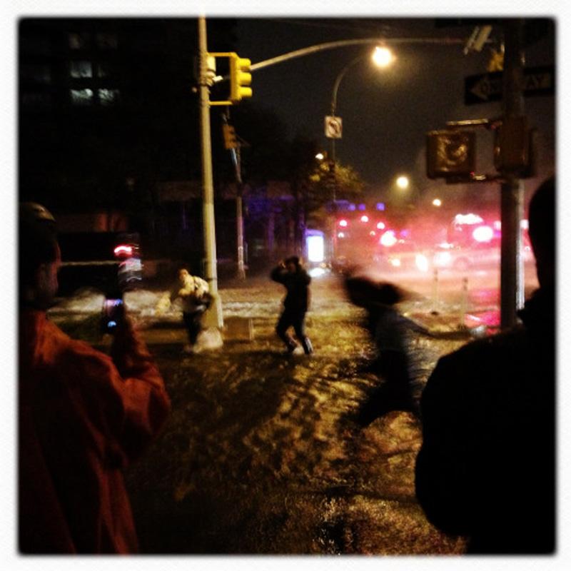 Capturing Sandy's Wrath 4 Уникальные фотографии: в эпицентре урагана Сэнди