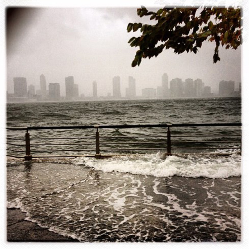Capturing Sandy's Wrath 9 Уникальные фотографии: в эпицентре урагана Сэнди