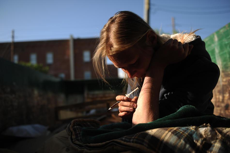 Девка наркоманка зарабатывает