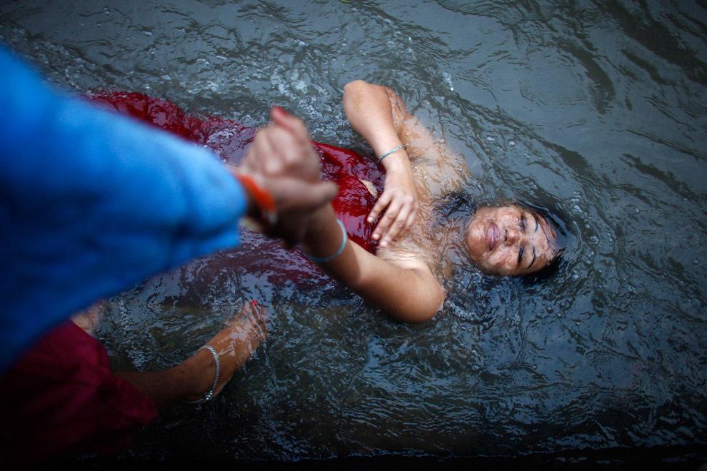 Niranjan Shrestha 12 Повседневная жизнь в разных странах мира в сентябре 2012