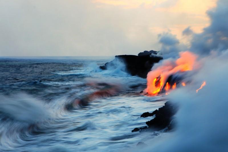 When Lava Meets Water 2 800x533 Когда лава встречается с водой