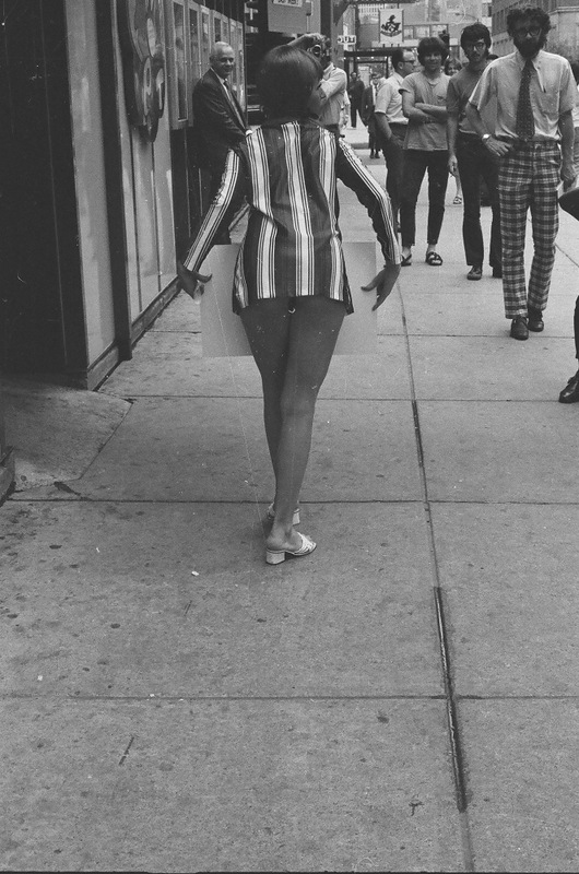 bottomsup04 За 40 лет до Femen   акция топлесс в Нью Йорке 1971 года