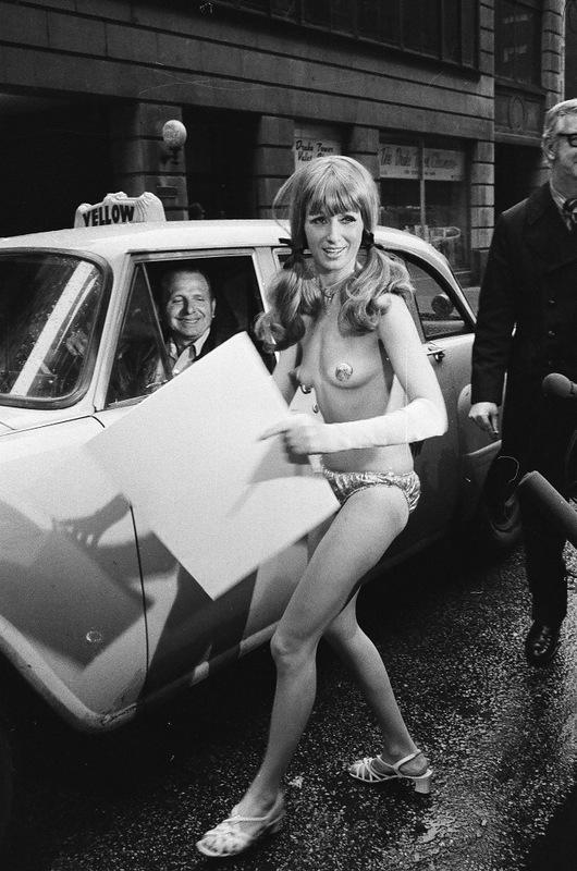 bottomsup10 За 40 лет до Femen   акция топлесс в Нью Йорке 1971 года