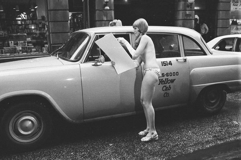 bottomsup11 За 40 лет до Femen   акция топлесс в Нью Йорке 1971 года