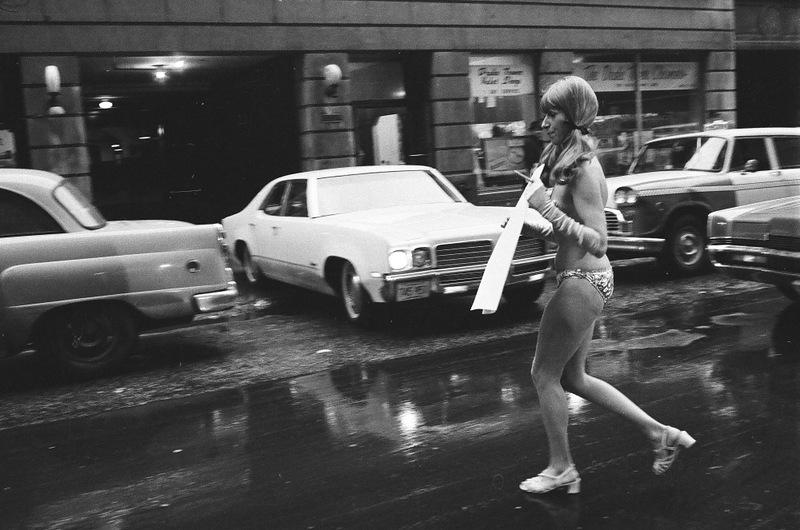 bottomsup12 За 40 лет до Femen   акция топлесс в Нью Йорке 1971 года