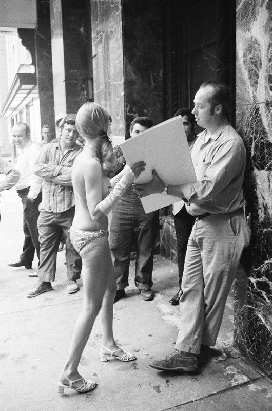 bottomsup14 За 40 лет до Femen   акция топлесс в Нью Йорке 1971 года